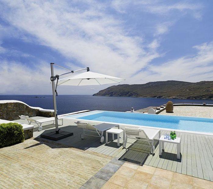 Le parasol, l'atout majeur qui renforce l'esthétique de votre bord de piscine