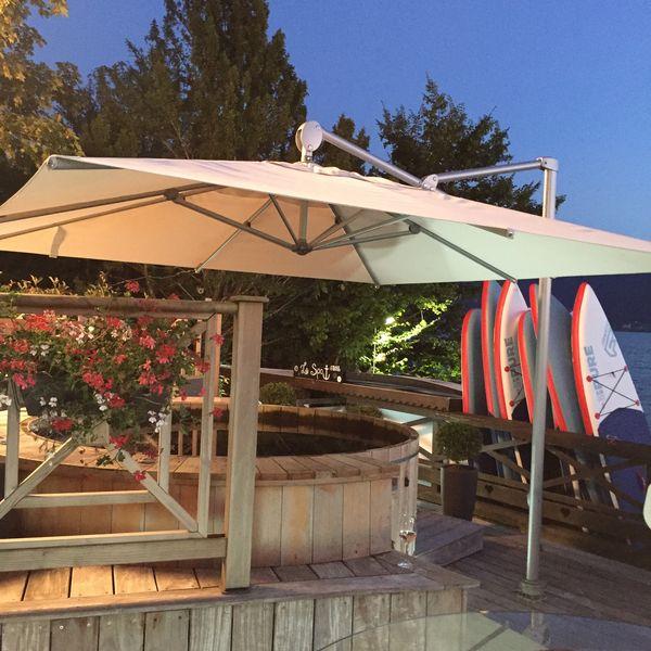 Parasol Helios Le parasol inclinable et déporté parfait pour tous les styles d'extérieurs