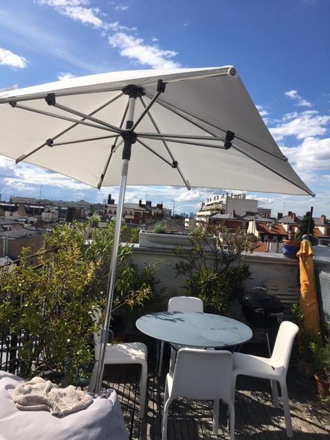 Parasol Sunpop Le parasol droit et inclinable facile d'utilisation